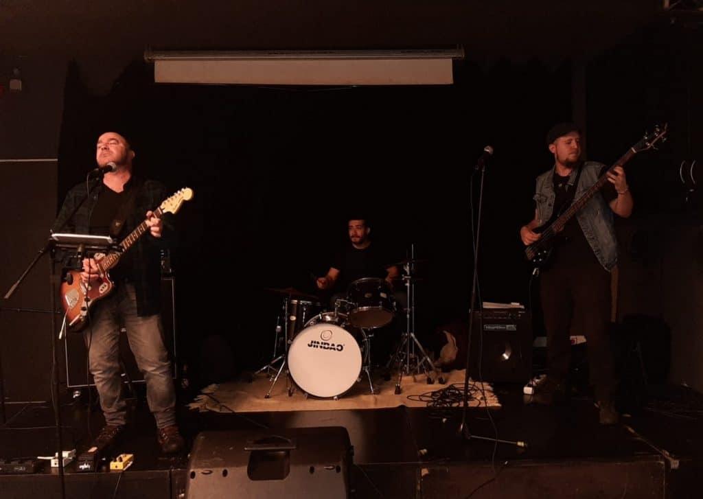 Os Bar Ban Sónicos tocando en directo.
